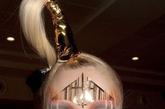 新古典奢华主义:浮雕感妆容 利用配件贴纸体现另类美感,金色的教堂感图案拥有神圣的宗教美,利用喷枪和镂空纸营造的橙色和紫色创意图案非常亮眼。