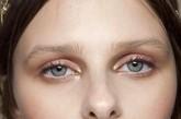 印象主义:无边界光感妆容 质感的裸色和光感珍珠白色搭配,独具气质,像一杯卡布奇诺一样拥有暖心的力量,干净的纤尘不染的底妆下,透着清澈的、干净的眼神。