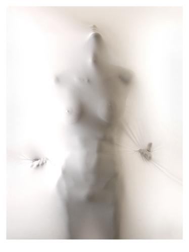 人体摄影官网_展示人体线条的另类摄影 乳白色酮体
