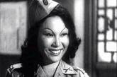 """《钢铁战士》女秘书(贺高英 饰)。东北电影制片厂拍摄的《钢铁战士》于1950年上映,贺高英扮演了其中的国民党女特务,这个女特务一心想以色相引诱被俘的""""我军""""张排长,给观众留下了深刻的印象。这应该是建国后出现在银幕上的第一个女特务形象。此后,这类女特务在电影中频繁出现。"""