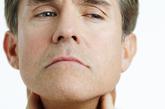 7.甲状腺结节 甲状腺结节的发生与年龄、性别和颈部放射线照射史有关。统计显示,女性甲状腺结节的发病率是男性的4倍。多发性甲状腺结节多为良性,单个甲状腺结节,更偏向为恶性,因此如果发现甲状腺有肿块,要及时去医院检查确诊。