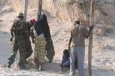 索马里军事法庭刑场枪决叛军现场。