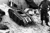 """然而,在盟军强大炮火的攻击下,这些""""钢铁小爬虫""""不是被炮弹破片击毁,便是敏感的继电器出故障而就地""""抛锚"""",取得的战果微乎其微,纷纷成了盟军的战利品。"""