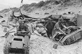 """在诺曼底抗登陆作战中,德军也曾动用大批""""巨人""""微型坦克,主要用于对付盟军登陆的坦克。"""