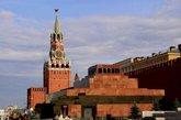 列宁墓坐落在红场西侧,在克里姆林宫墙正中的前面。列宁墓的后面与克里姆林宫红墙之间。有12块墓碑:斯大林、勃列日涅夫、安德罗波夫、契尔年科、捷尔任斯基等前苏联政治家。