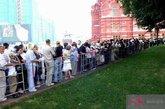 世界各地的来参观列宁墓的人络绎不绝。