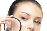 毛孔粗大:加3岁。晒太阳过多或毛孔阻塞都会使毛孔显得粗大。专家建议,使用维A酸和水杨酸产品清洁皮肤;外出务必涂抹防晒霜,以防皮肤晒伤而变得松弛。