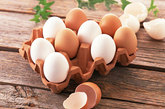 蛋类:研究表明,鸡蛋中所含的物质可以有效提高性欲。
