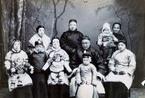 老照片:旧时中国一夫一妻多妾家庭大合照