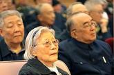 2010年1月9日,纪念张爱萍同志诞辰100周年座谈会在北京人民大会堂举行。张爱萍夫人在座谈会上。