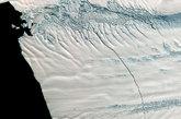 这条裂缝宽约80米,深约60米,长达30公里。