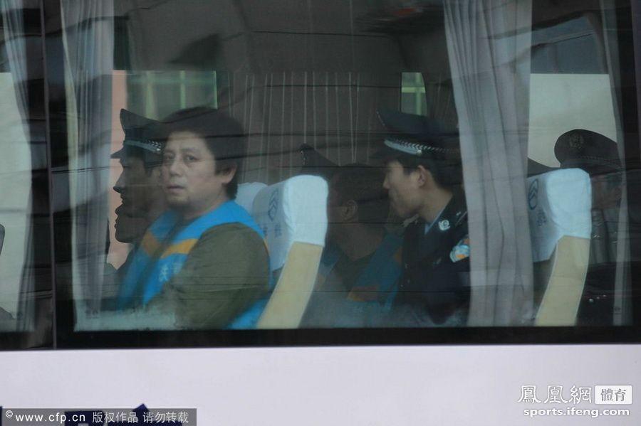 反赌扫黑宣判第2日 杨一民、张建强抵达法庭[高清大图]