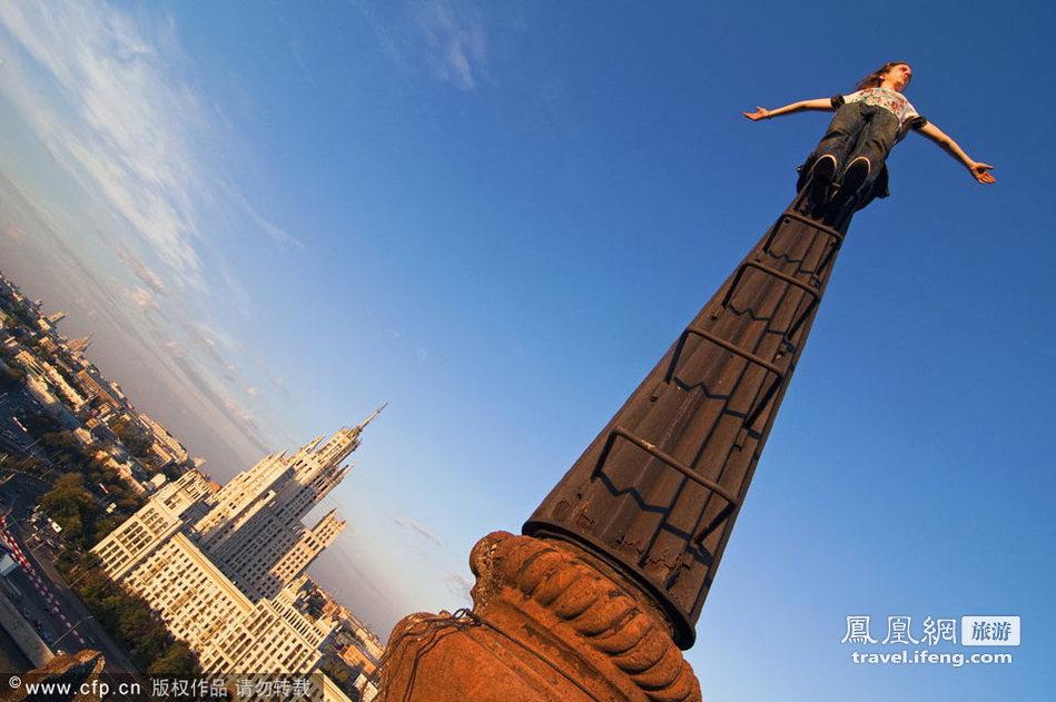 看得腿发软 疯狂摄影师的极限攀爬_旅游频道_凤凰网