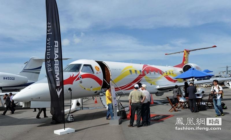 航展,国际巨星成龙购买的Legacy650款型私人飞机,机内空间. -