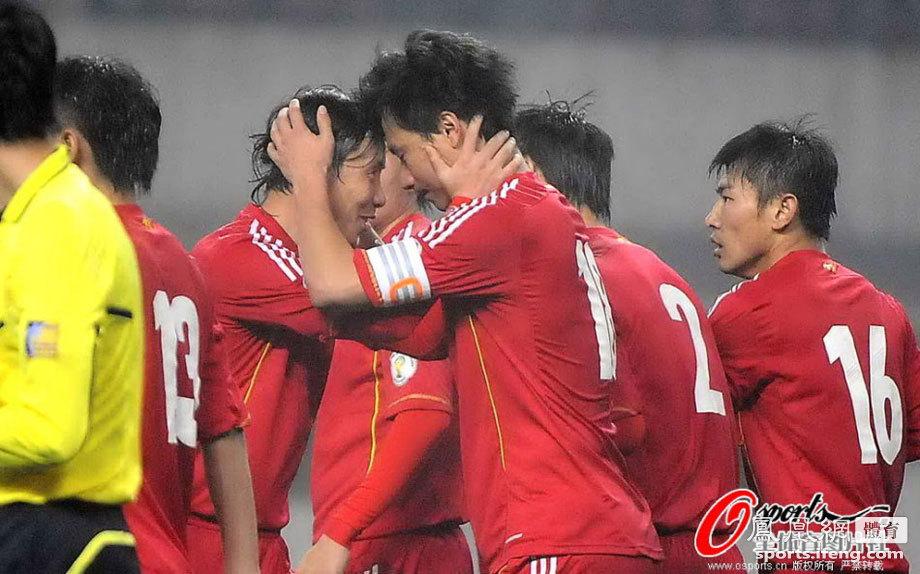 """热身赛-中国2-0科威特 赵旭日演""""锁喉功""""[高清]"""