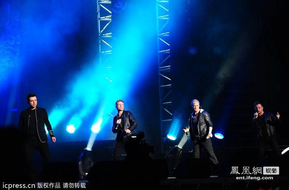 西城男孩成都演唱会_西城男孩告别巡演在京开唱 与歌迷一起缅怀青春[高清大图]_娱乐 ...