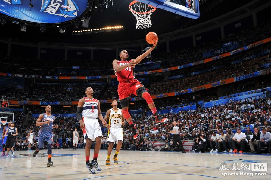 NBA全明星新秀赛 林书豪首发登场