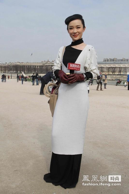 凤凰时尚独家直击霍思燕亮相巴黎时装周 黑白长裙叠加穿法时尚优雅