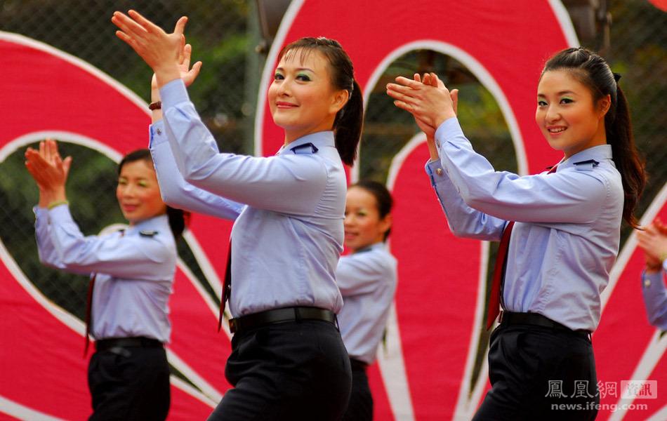 西南宁国税局女干部举行舞蹈赛庆祝三八妇女节