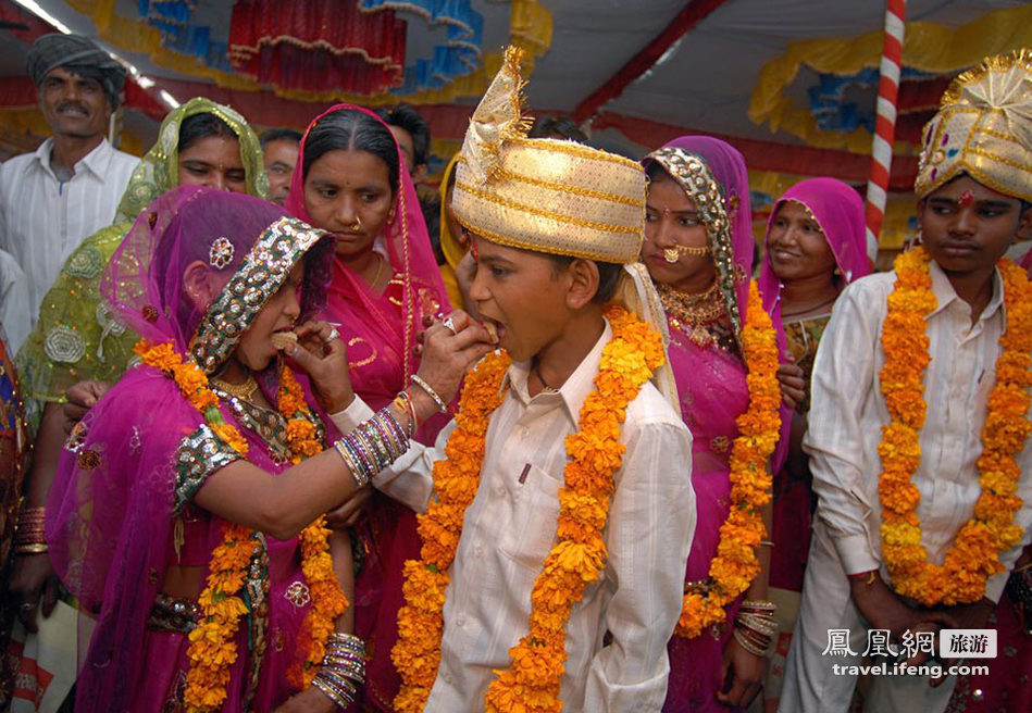 为避重蹈覆辙 印度为性工作者女儿举行集体婚礼