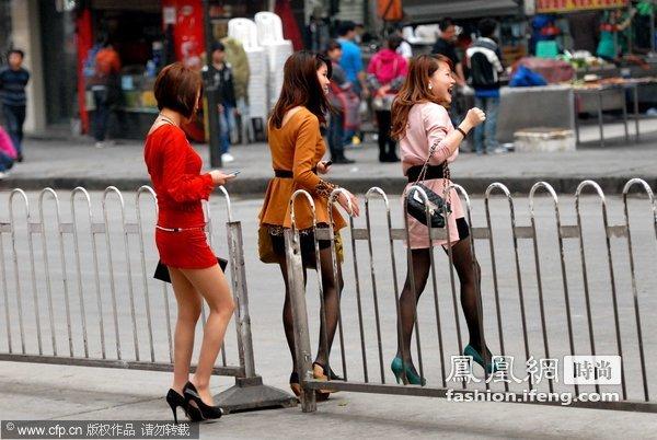 贵阳女人提前过夏天 超短裙成街头特殊风景_时尚 ...