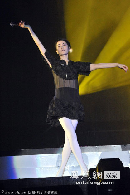 王菲福州开唱穿白高清载歌载舞[丝袜最性感世界女性大图]图片