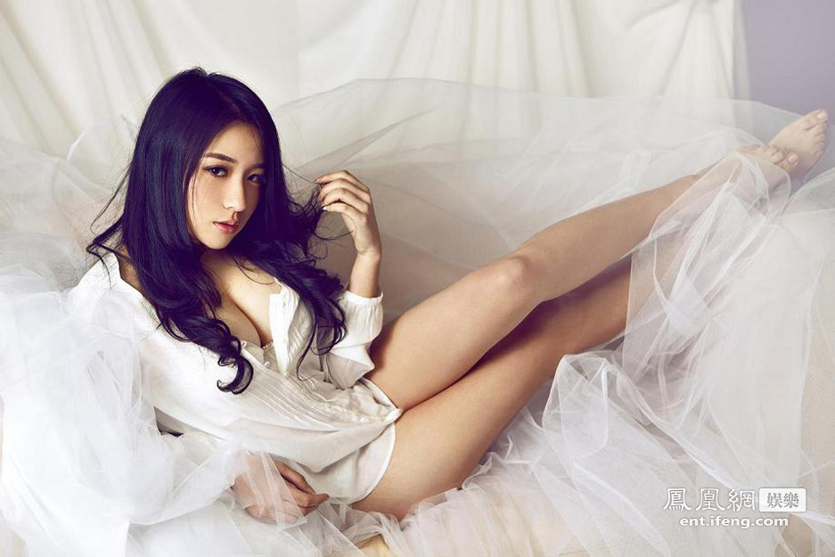 嫩模刘静怡爆新写真抛胸秀腿性感至极高清大