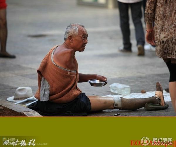 昆明街道上的乞讨者