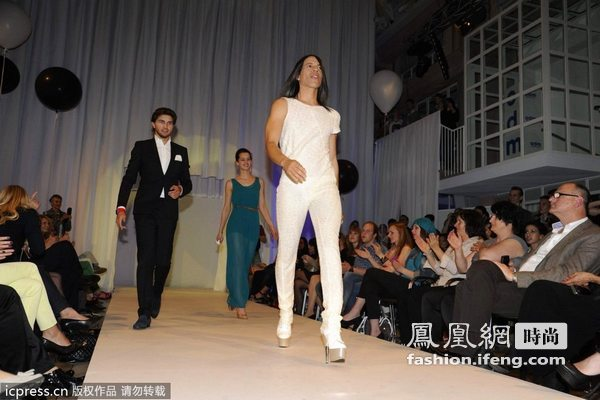 时尚TV之夜时装秀开幕 比基尼模特性感撩人