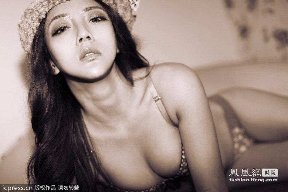 """成都美女秀性感身材 演绎""""中国式性感"""""""