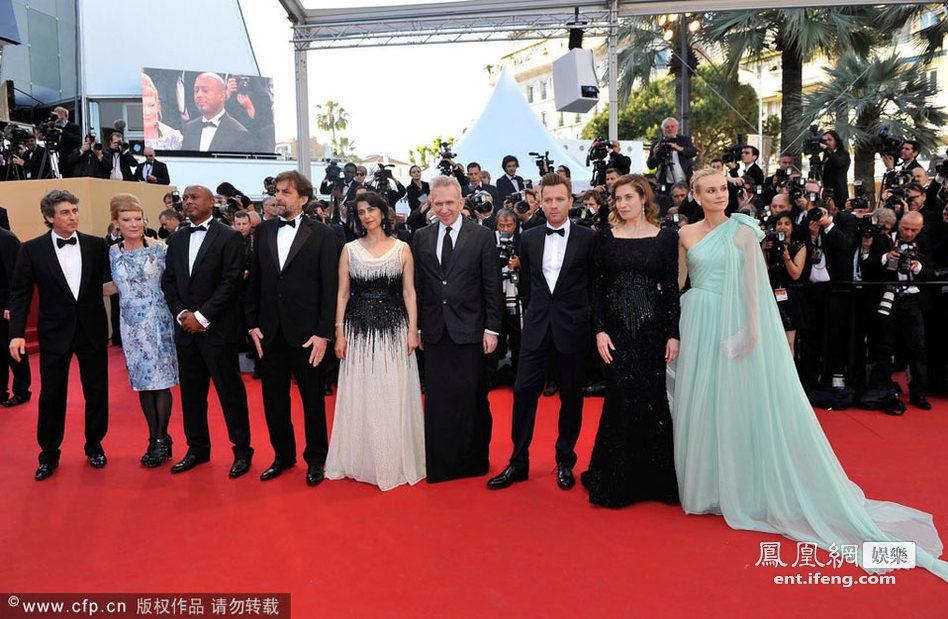众明星和评委红毯合影 高清图片