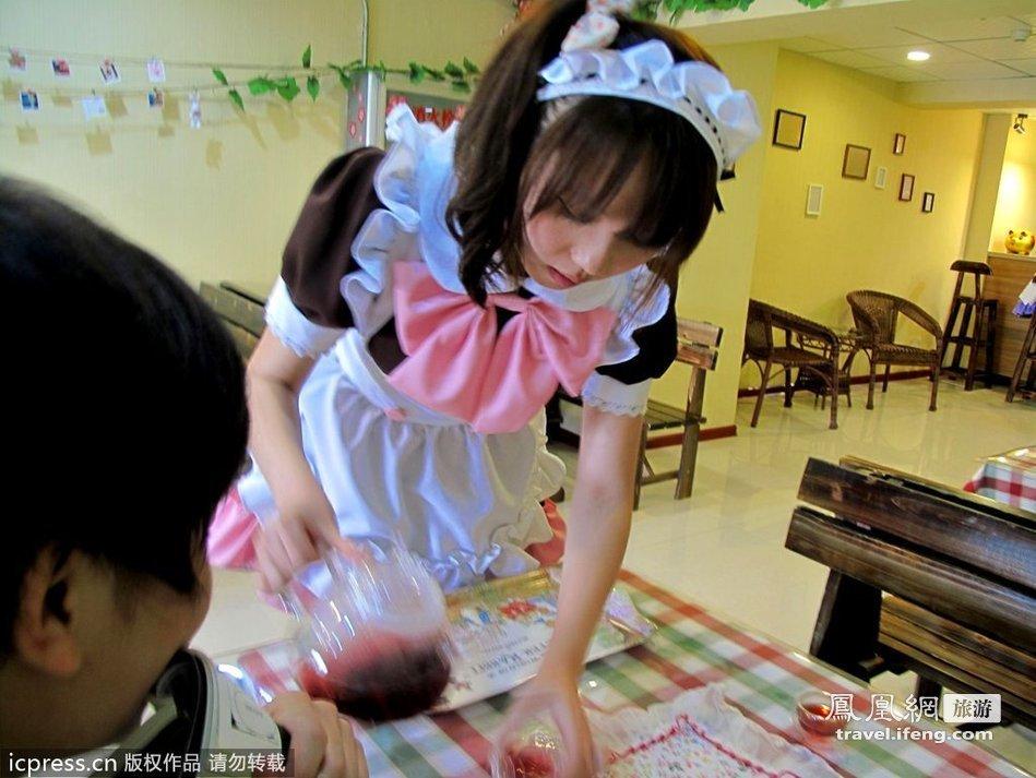 """大学生开""""动漫""""咖啡厅 女仆为你日语服务"""