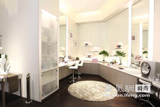 独家呈现乔治b阿玛尼美妆专柜   藉由新加坡DFS环球免税店美颜世界图片