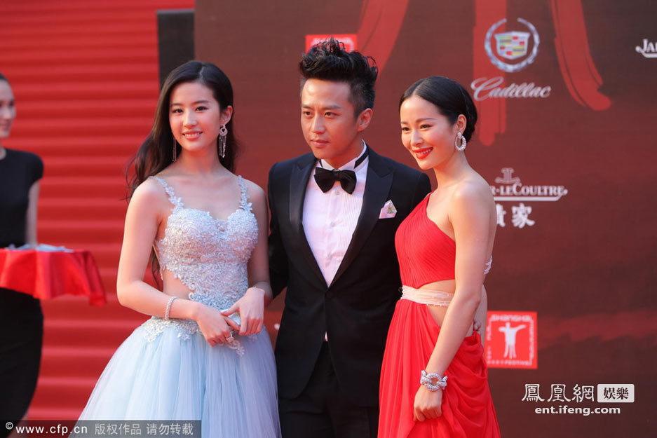 届上海电影节红毯_第15届上海电影节红毯秀杨幂林志玲张柏芝三
