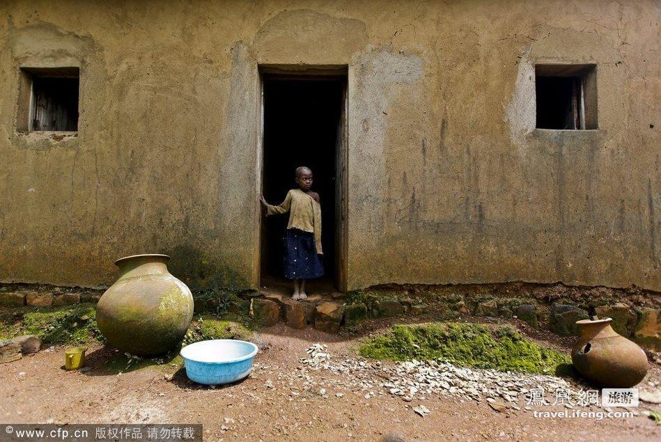 走近卢旺达原始部族的陶工生活