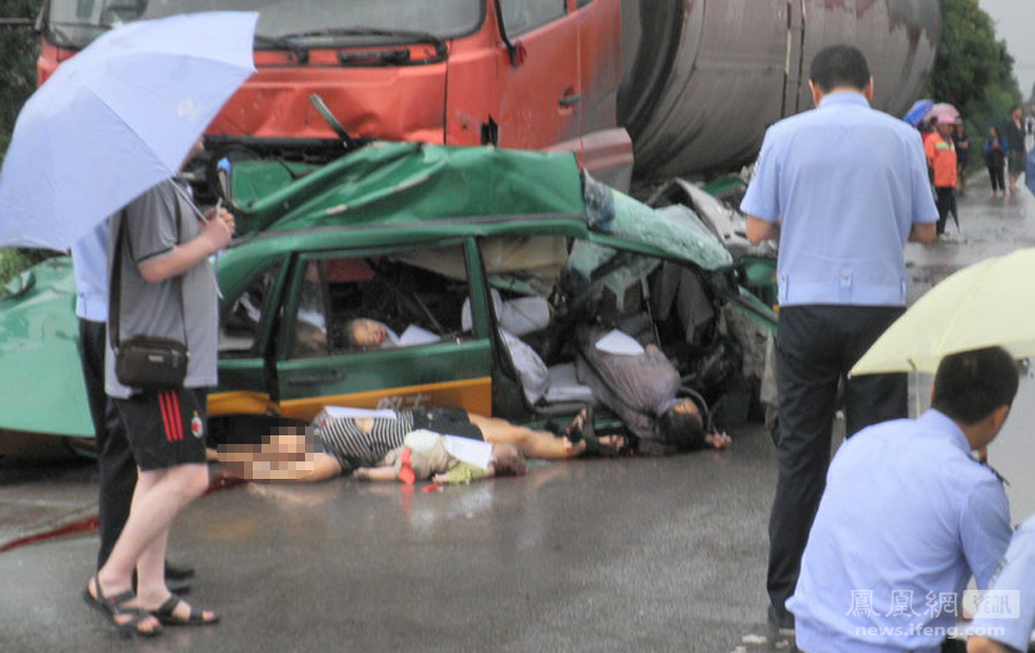 一家七口共乘一辆出租车 路遇车祸8人全部遇难 - 笑看人生 - 笑看人生的博客