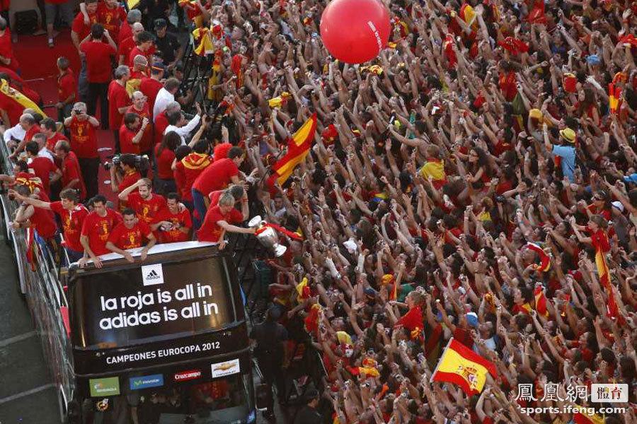 西班牙队携德劳内杯凯旋 马德里全城陷入狂欢 - 月  月 - 阳光月月(看新闻 寓娱乐)
