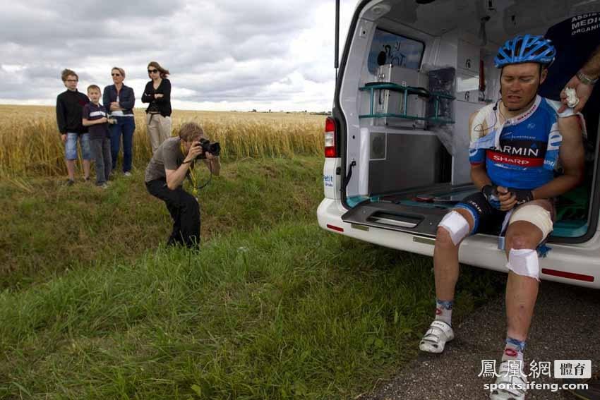 时间2012年7月6日,2012年环法第6赛段发生严重车祸.-环法再出车