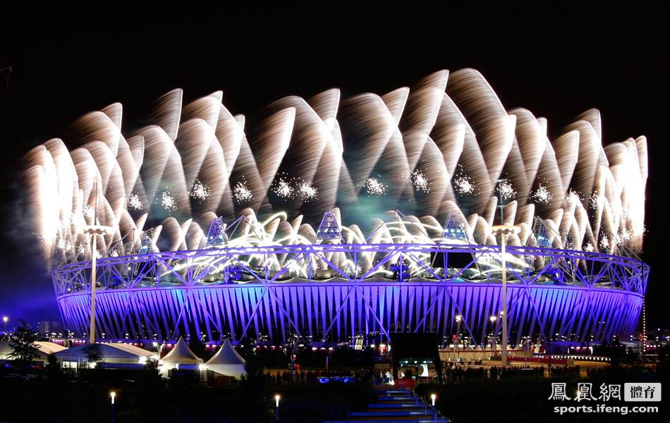 2012年7月28日,2012年伦敦奥运会开幕式炫丽焰火.-伦敦奥运会开图片