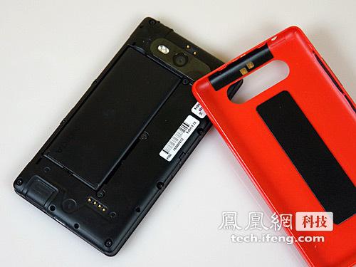 诺基亚920t后壳_诺基亚Lumia 820评测:可更换后壳 售3499元_科技频道_凤凰网