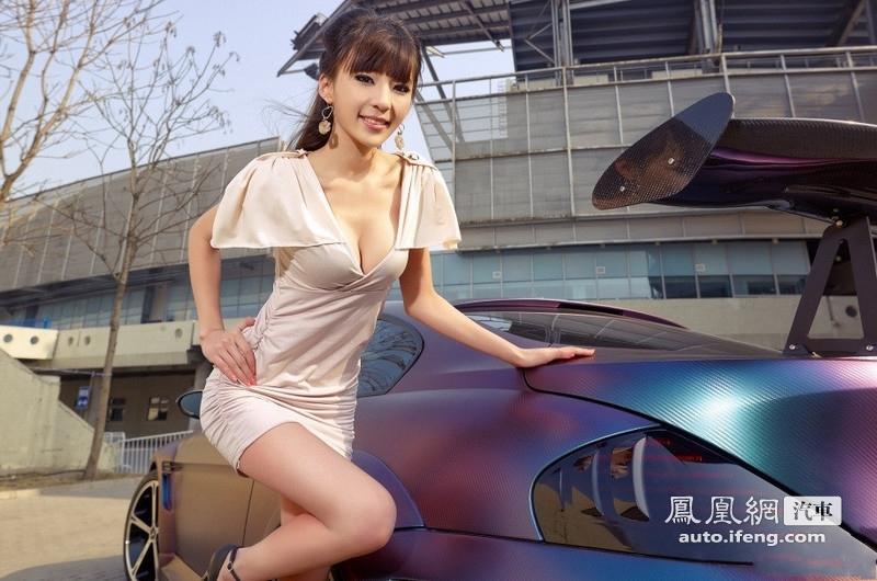 气质美女凹凸好身材 爱卡汽车