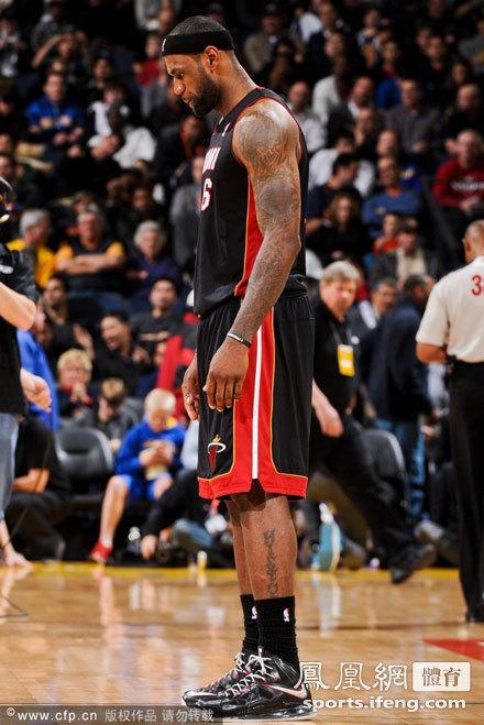 詹姆斯霸气侧露.-NBA 热火92 75勇士图片