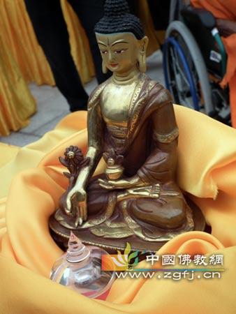 广东/六祖八塔开光仪式,迎请舍利 (图片来源:中国佛教网)