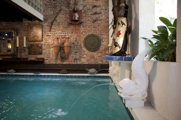 客厅带泳池的曼哈顿联排别墅