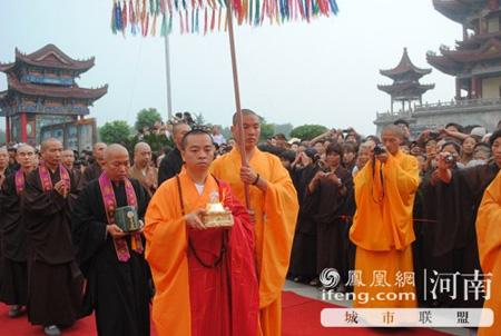 明乘长老奉安赞颂法会在河南南海禅寺举行