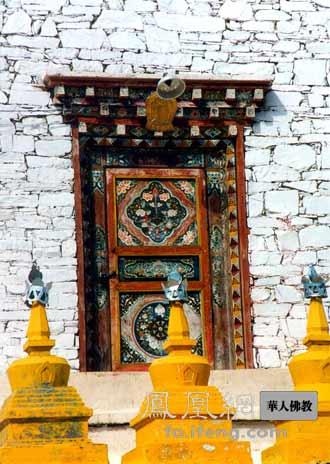 藏区最大的佛塔:四川色达邓登曲登佛塔