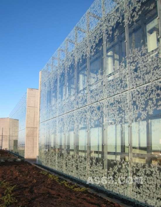 建筑设计:冰岛玻璃幕墙自然研究所