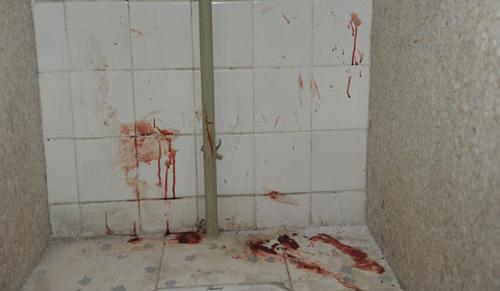 女学生惨死教学楼厕所