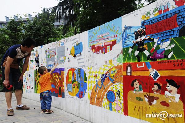 """高清:儿童公园建""""法治文化墙"""""""