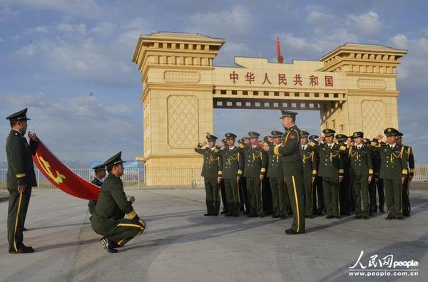 武警新疆边防总队都拉塔边检站本着